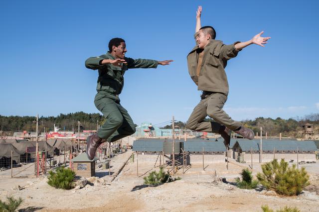 画像2: 戦時下の寄せ集めダンスチームの奮闘を描く