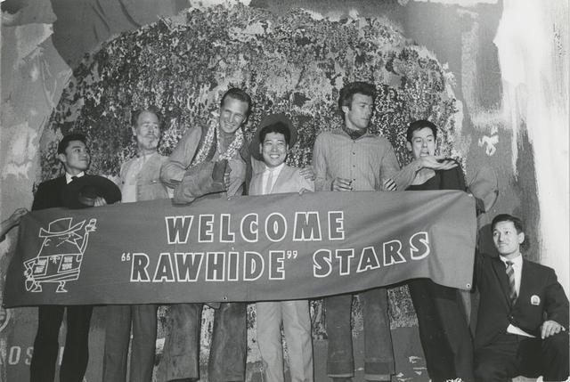 画像: 「ローハイド」のプロモーションで1962年に来日(右から3人目)