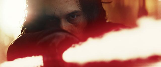 画像: ダークサイドの赤は「攻撃的」な色 「スター・ウォーズ/最後のジェダイ」(2017)