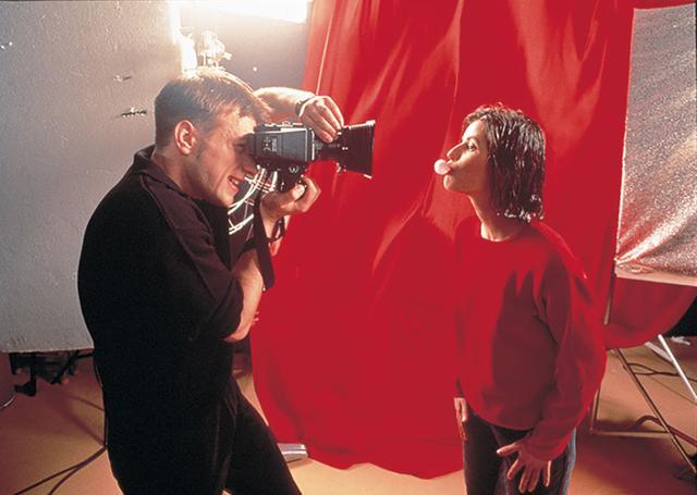 画像: 赤という「愛」は身近なところに 「トリコロール/赤の愛」(1994)