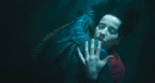 画像: 青の中を漂うヒロインが印象的 「シェイプ・オブ・ウォーター」(2017)