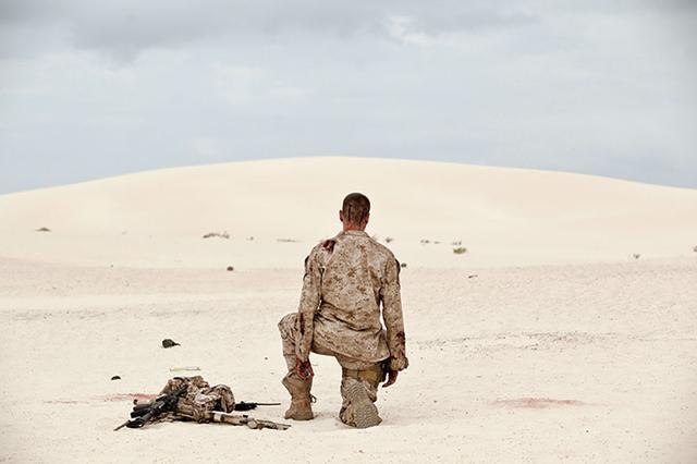 画像1: アーミー・ハマー at 砂漠 「ALONE /アローン」(2016)