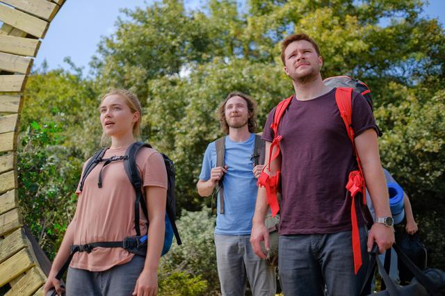 画像: ダニーと恋人クリスチャンは仲間のペレに誘われ、スウェーデンへ