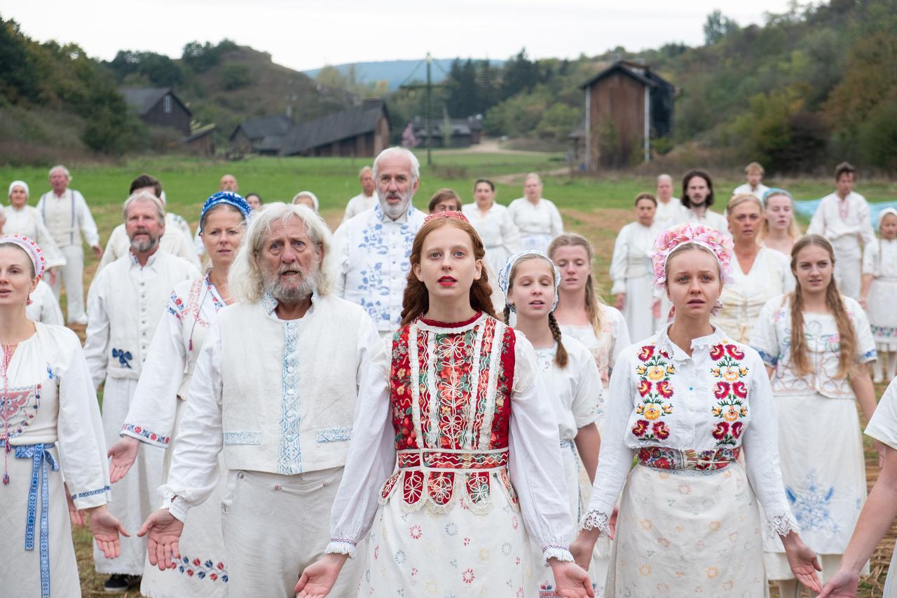 画像: 人里離れた美しいホルガ村の人々