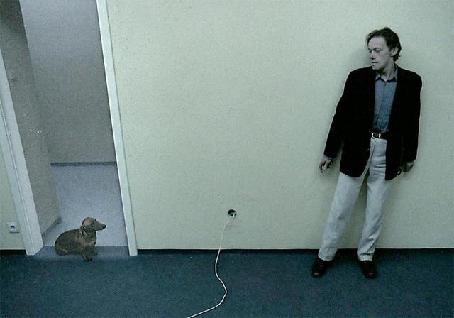 """画像: 一家惨殺事件を描く「異常映画」から""""犬だけは無事""""な特別映像が解禁 - SCREEN ONLINE(スクリーンオンライン)"""