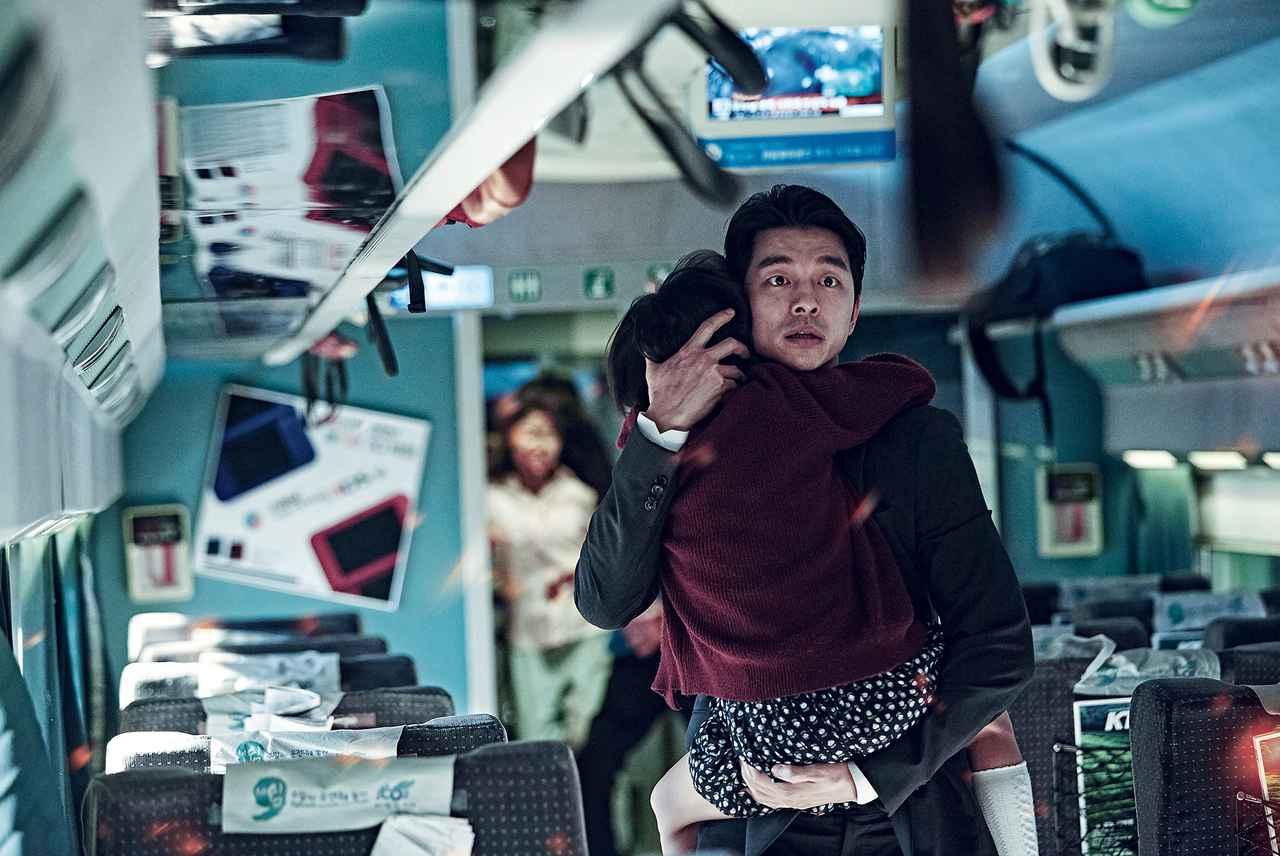 画像: コン・ユは自分の娘を、マ・ドンソクは身重の妻を守るためゾンビに立ち向かう