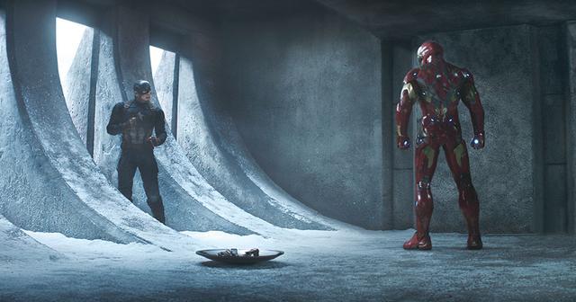 画像: 「なぜアベンジャーズを引き裂く?」 「君が引き裂いた」