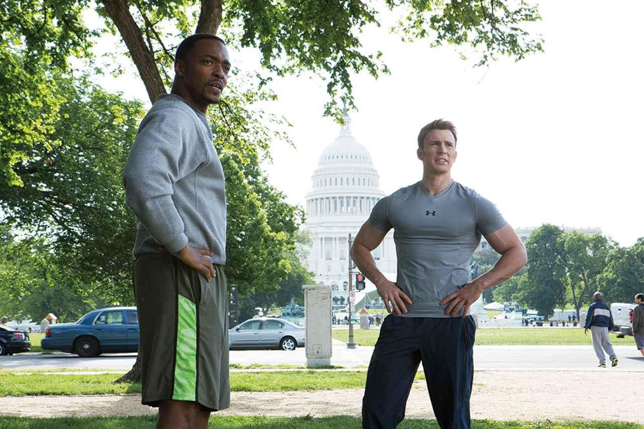 画像: 筋骨隆々のスティーブにははちきれそうなTシャツ姿がベストマッチ!(写真は「シビル・ウォー/キャプテン・アメリカ」)