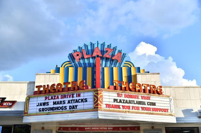 画像: 米国各地で再開し始めた映画館もあるが旧作を上映中
