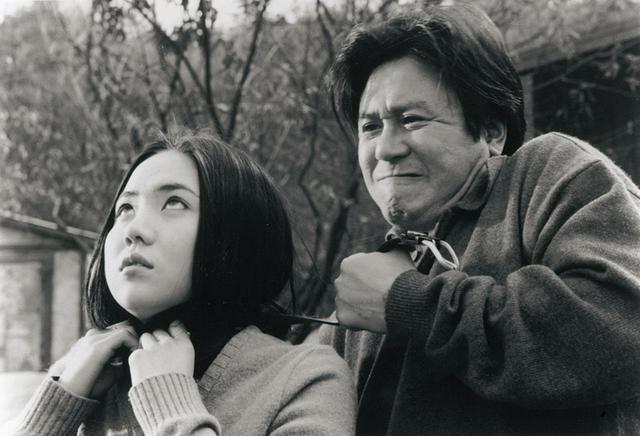 画像1: 若きガンホが息子役!リストラ一家大暴走のブラック・コメディー 「クワイエット・ファミリー」(1998)