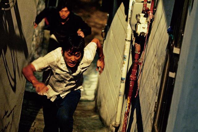 画像2: 実話を基にしたクライムサスペンスの真骨頂 「チェイサー」(2008)