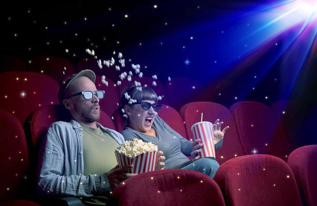 画像: 4D上映時の飲食(劇場内販売品のみ)は可能ですが、座席シートが激しく動くため、ポップコーンやドリンクをこぼさないようご注意ください ※画像はイメージです。