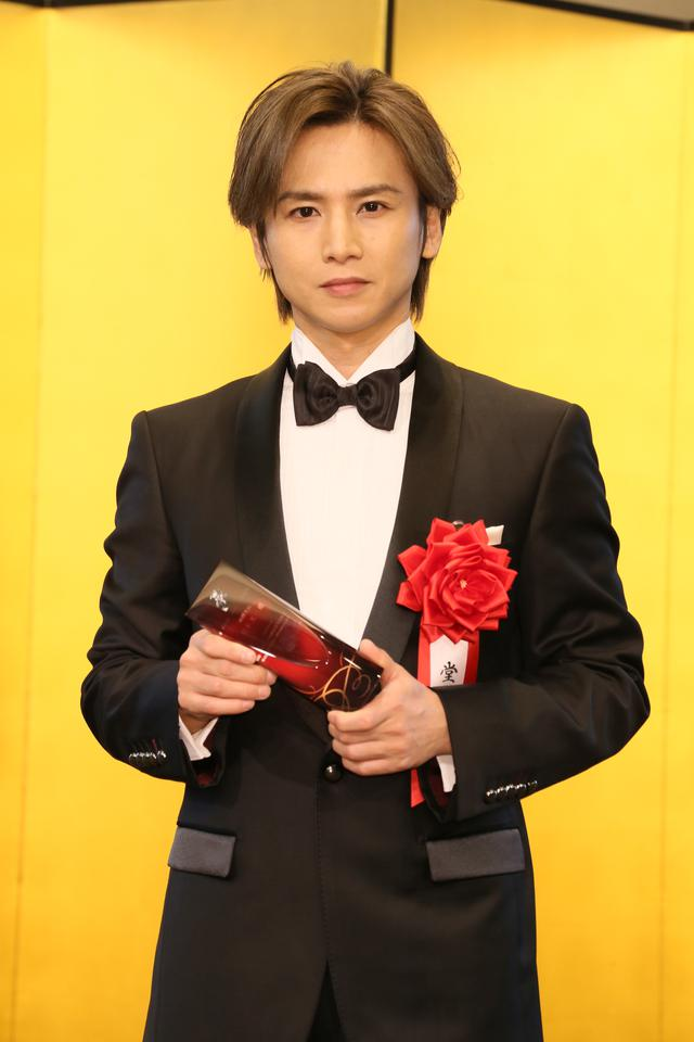画像1: 第四十五回 菊田一夫演劇賞 授賞式、大賞受賞の堂本光一「自分がいまここにいるのはジャニーさんのおかげ」