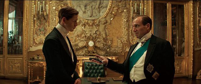 """画像: 世界大戦を仕組む陰謀に英国紳士スパイの""""親子""""が立ち向かう"""
