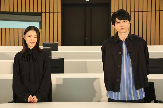 画像1: 写真左から:杉咲花、吉沢亮 ©2020「青くて痛くて脆い」製作委員会