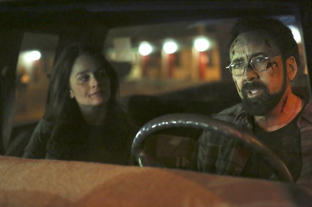 画像: 夜ごと姿を消すため、妻からも不信感を抱かれる