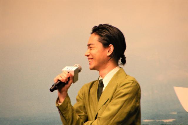 画像: 共演してきての変化、発見:菅田「(小松が)いっぱい差し入れしてくれた」