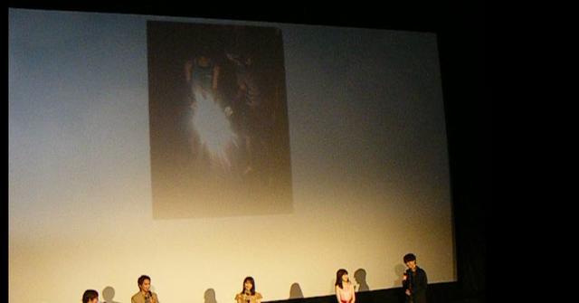 画像: スクリーンに映った写真左:北村匠海、右:矢部昌暉