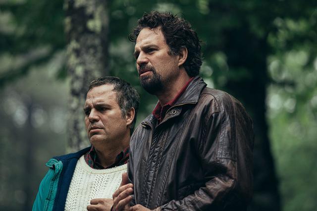 画像: 見どころポイント1 「アべンジャーズ」のマーク・ラファロが徹底した役作りで一人二役に挑戦!