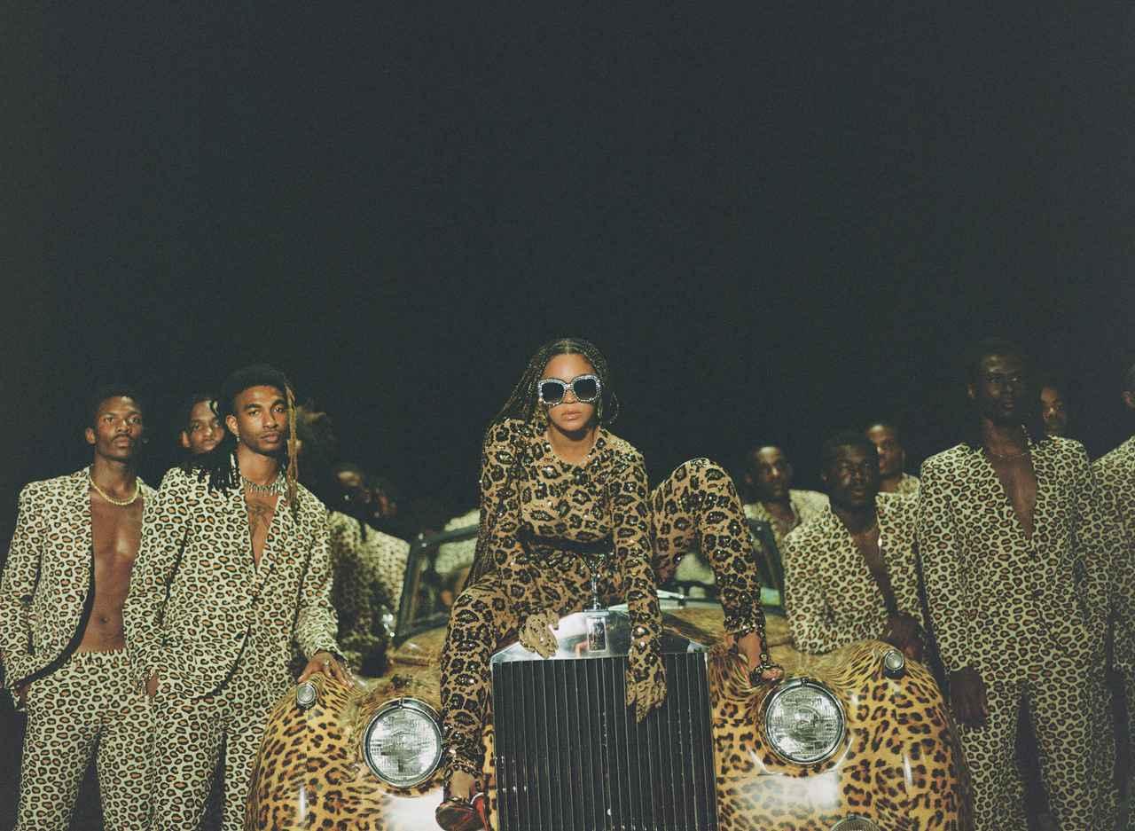 """画像: Beyoncé from """"Black Is King"""" photo by Travis Matthews Travis Matthews NETFLIX © 2020"""