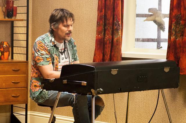 画像: 伝説のミュージシャンを演じたイーサン・ホーク
