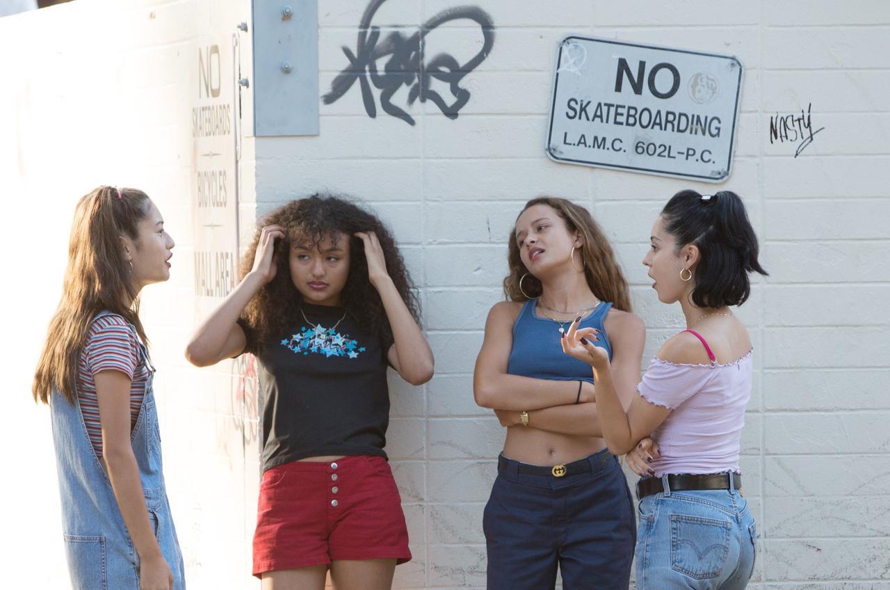 画像: 女の子のファッションもいかにも90年代