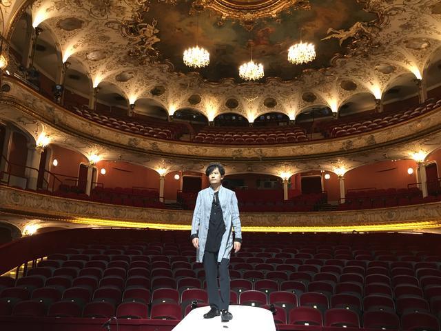 画像: ウィーン・フォルクス劇場にて