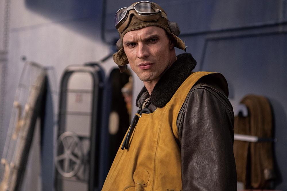 画像: 第6爆撃機中隊長/ディック・ベスト大尉(エド・スクレイン)