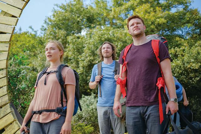 画像: ホラーのクリシェにのっとってスウェーデンの小さな村にやってきたのんきな若者たち。でもこの後、彼らは予想のはるか斜め上にいきます…