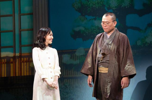 画像: 左:山口真帆(山崎富栄役)、右:千原せいじ(井伏鱒二役)©Wakana Hikino