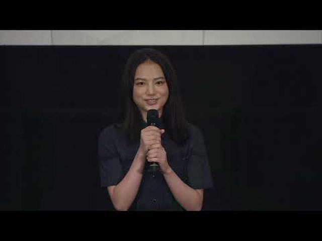 画像: 映画『宇宙でいちばんあかるい屋根』初日舞台挨拶 youtu.be
