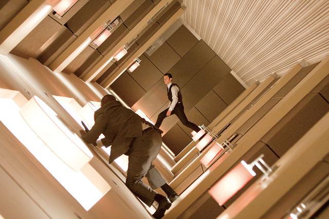 画像: 夢の時制と現実の時制を組み合わせた「インセプション」(2010)