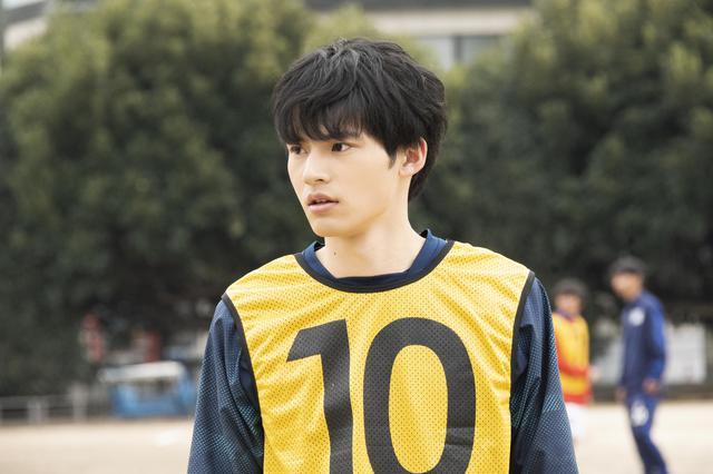 画像2: 10月9日公開映画『望み』出演の岡田健史のサッカーシーンほか場面写真が公開