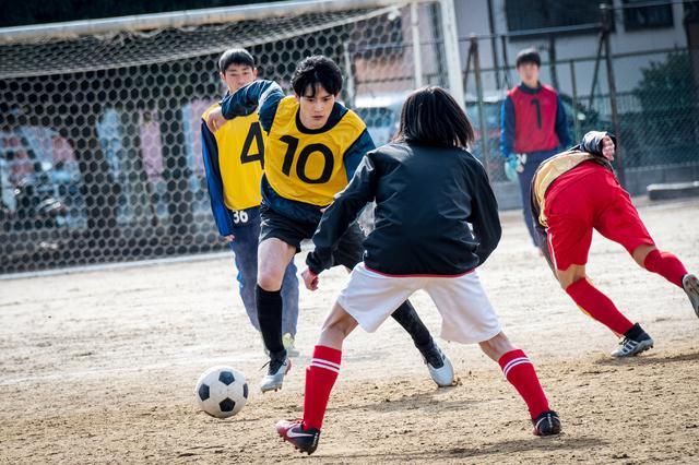 画像1: 10月9日公開映画『望み』出演の岡田健史のサッカーシーンほか場面写真が公開