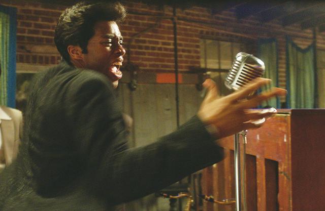 画像: 「ジェームス・ブラウン 最高の魂(ソウル)を持つ男」ではカリスマシンガーのパフォーマンスを再現