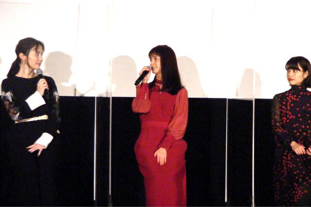 画像1: エレベーターの中でのスター俳優との出会いについて、女性キャストは、、、
