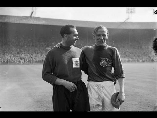 画像: Manchester City goalkeeper Bert Trautmann plays 1956 FA Cup final with broken neck www.youtube.com