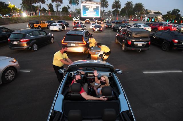画像2: キャストが車で参加!ドライブイン・シアターでのプレミア開催がトレンドに!?