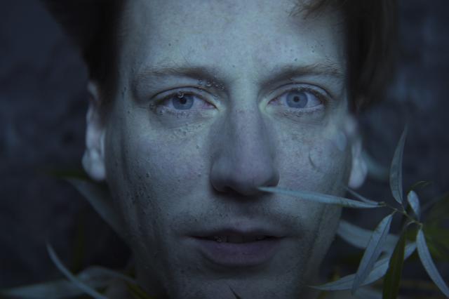 画像1: 失意の中を⽣きてきた男と、痛みを与えることでしか⽣きられない⼥