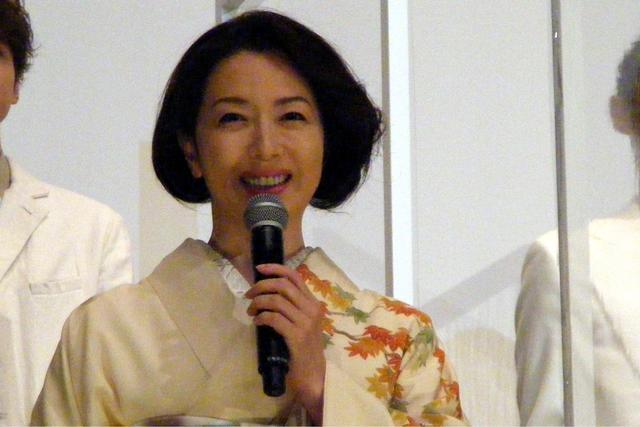 画像: 洪水で両親を失った澪にとって母のような人物・元天満一兆庵の女将の芳役 若村麻由美