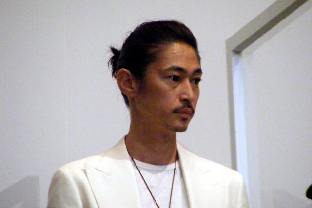 画像: 御膳奉行・小松原役の窪塚洋介