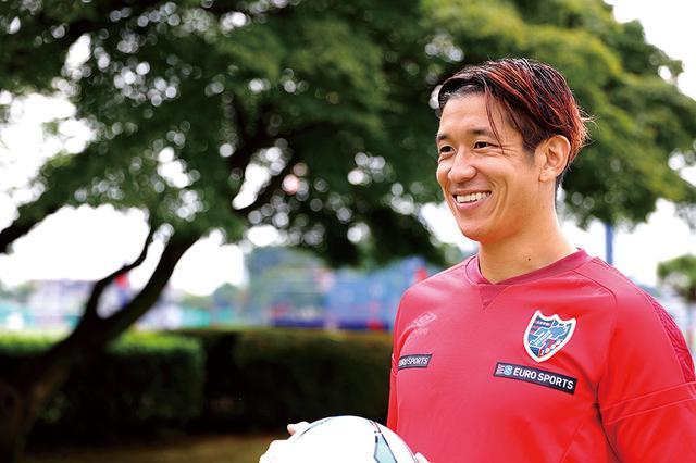 画像: 言葉が通じない人とでもサッカーでコミュニケーションをとることができるんです(林)