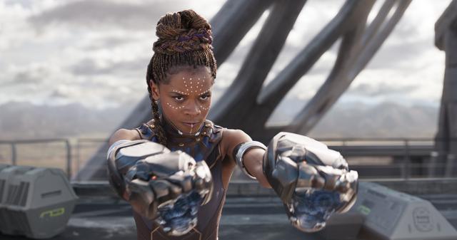 画像: レティーシャ・ライトが演じる「ブラックパンサー」のシュリ(「ブラックパンサー」より。ディズニープラスにて配信中) © 2020 Marvel