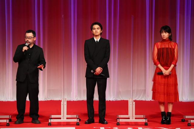 画像: ©2020 TIFF 左から:武監督、北村匠海、瀧内公美