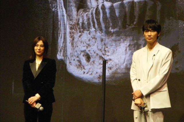 画像1: 映画『ドクター・デスの遺産―BLACK FILE―』完成報告イベントに主演・綾野剛と北川景子が登壇!芸能界同期の2人のコンビ度は何%?