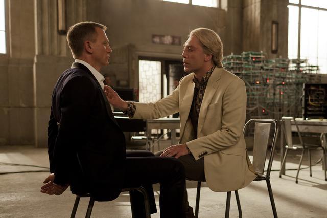 画像: Mに見捨てられた元MI6諜報員シルヴァが敵になる