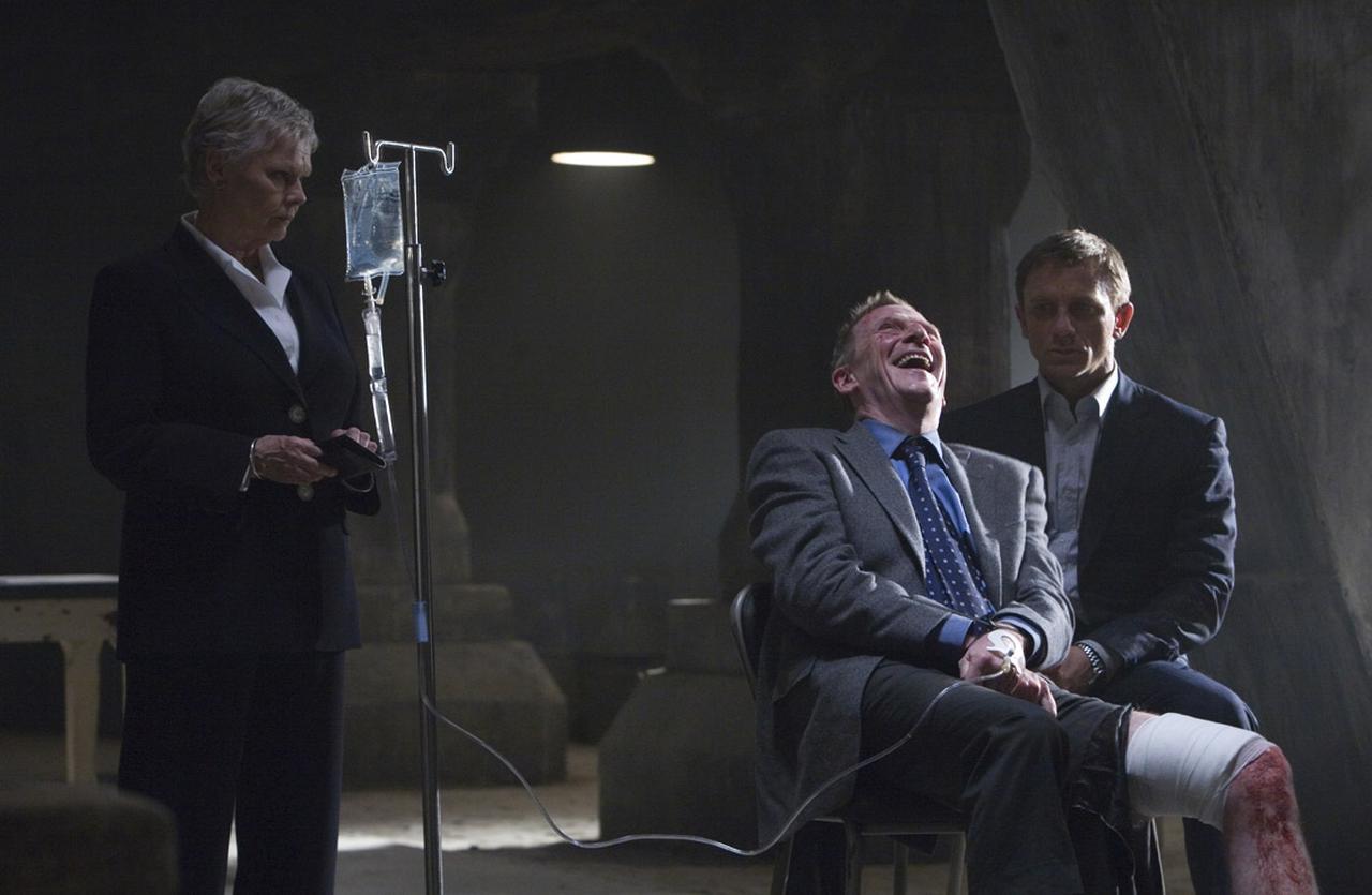 画像: ミスター・ホワイトを捕らえMの元に連行するが…… 「007 慰めの報酬」(2008)より
