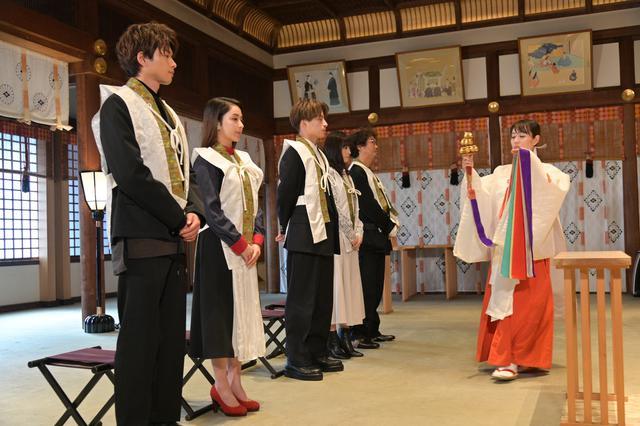 画像1: 本殿にて三木康一郎監督とともにヒットを祈願のご祈祷