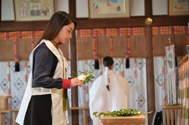 画像3: 本殿にて三木康一郎監督とともにヒットを祈願のご祈祷