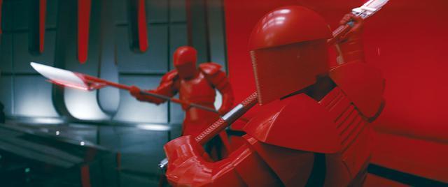 画像: レイとカイロ・レンの共闘/「スター・ウォーズ/最後のジェダイ」